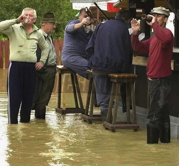 [Изображение: flooding-good-excuse-for-a-beer025.jpg]